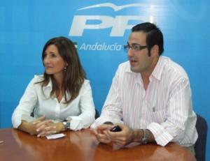 Alicia Martínez con el portavoz local