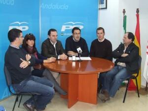 Silvestre Castells junto al Comité Local