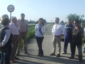 La Parlamentaria Andaluza y Silvestre Castells interesados en el problema de Encinilla-Micones